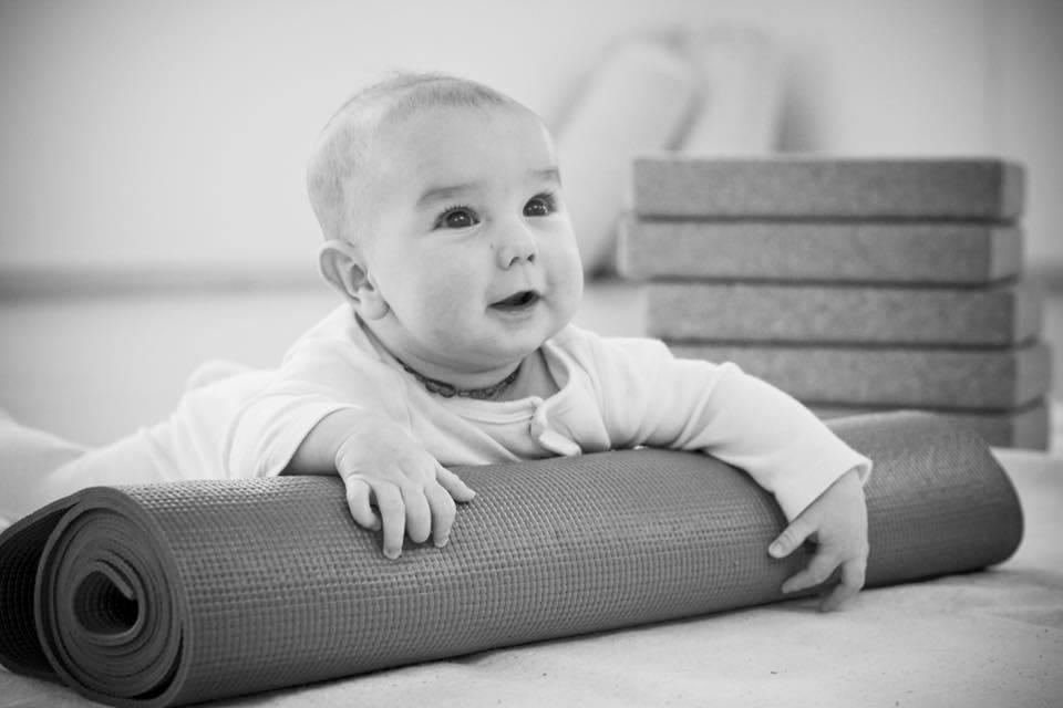kismama jóga oktatóképzésen babával